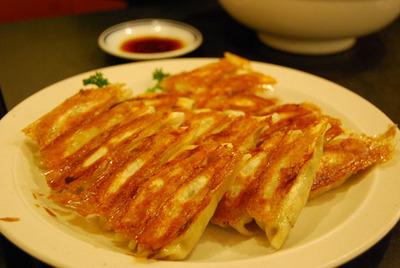 eat-gyouza.JPG